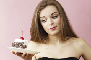 woman-eating-cake-web